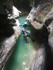 Gloces Furco Barranquismo en ordesa descenso barrancos Pirineos menditxik guias de montana