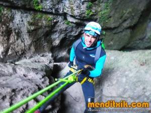 Leze Arroila Barranquismo Canyon Canyoning Euskal herria pais vasco basque country menditxik mendi arroila gidaria guías montaña barrancos canyoning mountain guides