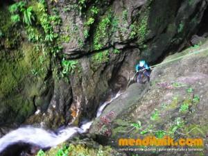 Leze Arroila Barranquismo Canyon Canyoning Euskal herria pais vasco basque country menditxik mendi arroila gidaria guías montaña barrancos canyoning mountain guides10