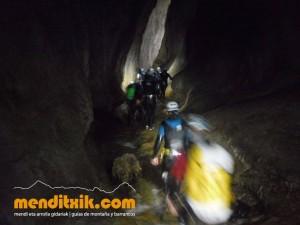 Leze Arroila Barranquismo Canyon Canyoning Euskal herria pais vasco basque country menditxik mendi arroila gidaria guías montaña barrancos canyoning mountain guides11