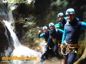 Leze Arroila Barranquismo Canyon Canyoning Euskal herria pais vasco basque country menditxik mendi arroila gidaria guías montaña barrancos canyoning mountain guides14
