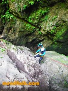 Leze Arroila Barranquismo Canyon Canyoning Euskal herria pais vasco basque country menditxik mendi arroila gidaria guías montaña barrancos canyoning mountain guides2