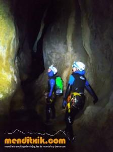 Leze Arroila Barranquismo Canyon Canyoning Euskal herria pais vasco basque country menditxik mendi arroila gidaria guías montaña barrancos canyoning mountain guides3
