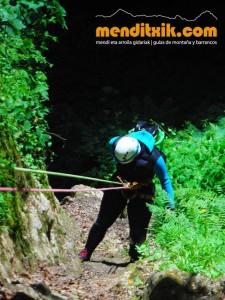 Leze Arroila Barranquismo Canyon Canyoning Euskal herria pais vasco basque country menditxik mendi arroila gidaria guías montaña barrancos canyoning mountain guides6