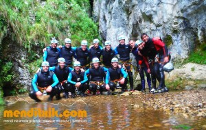 Leze Arroila Barranquismo Canyon Canyoning Euskal herria pais vasco basque country menditxik mendi arroila gidaria guías montaña barrancos canyoning mountain guides8
