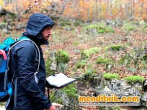 Orientazio kartografia ikastaroa curso orientacion cartografia mapa brujula menditxik guias montana barrancos urbasa opakua legaire 17