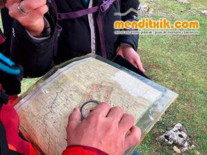 Orientazio kartografia ikastaroa curso orientacion cartografia mapa brujula menditxik guias montana barrancos urbasa opakua legaire 2