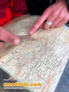 Orientazio kartografia ikastaroa curso orientacion cartografia mapa brujula menditxik guias montana barrancos urbasa opakua legaire 7